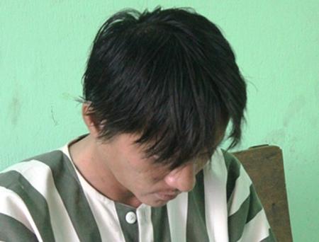 Đối tượng Lê Quang Hậu cúi đầu nhận tội tại cơ quan CSĐT. Ảnh cơ quan CSĐT cung cấp.