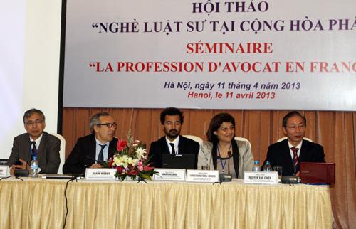 Đại diện Đoàn Luật sư TP Hà Nội và Đoàn Luật sư Paris chủ trì Hội thảo. Ảnh:PV