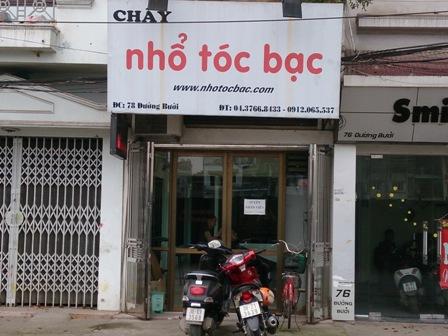 Một trong hai cửa hàng nhổ tóc bạc của anh Nguyễn Anh Dũng