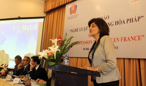 Bà Christiane Feral Schuhl, Chủ nhiệm đoàn luật sư Paris chia sẻ thông tin về nghề luật sư tại Pháp